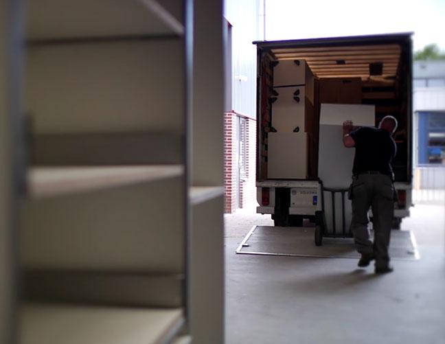 Ontwerp vrachtwagen uitladen